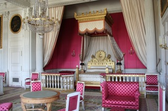 bedroom-grand-paris-1880915_640-2016