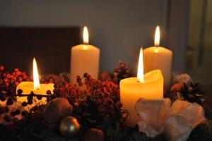 christmas-candles-1903827_1280-2016