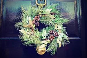 christmas-wreath-door-1871547_1280-2016